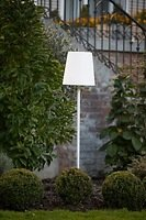 8Seasons Design Gartenlampe Shining No.1 on Stick M 130 cm Kunststoff weiß
