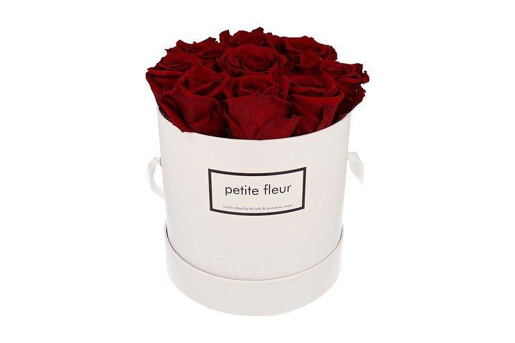 Petite Fleur Flowerbox Infinity Rosen M rund in Dunkelrot mit 9-10 Rosen